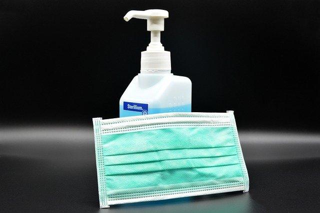 Foto zeigt eine Flasche mit Desinfektionsmittel